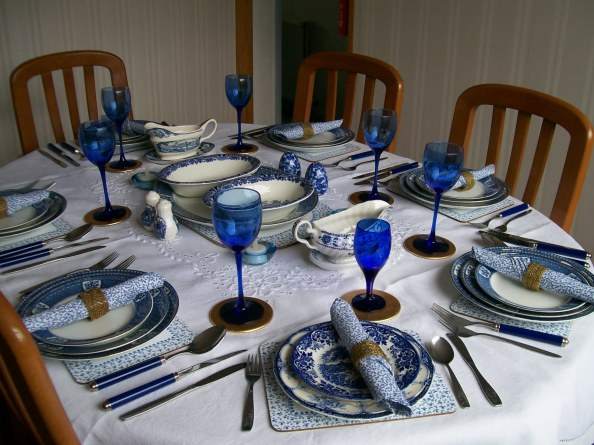 set-up-dinner-table